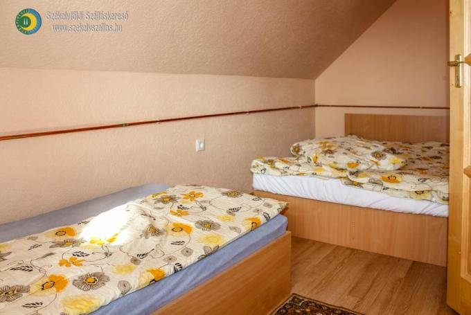 Franciaágyas + 1 szimpla ágy
