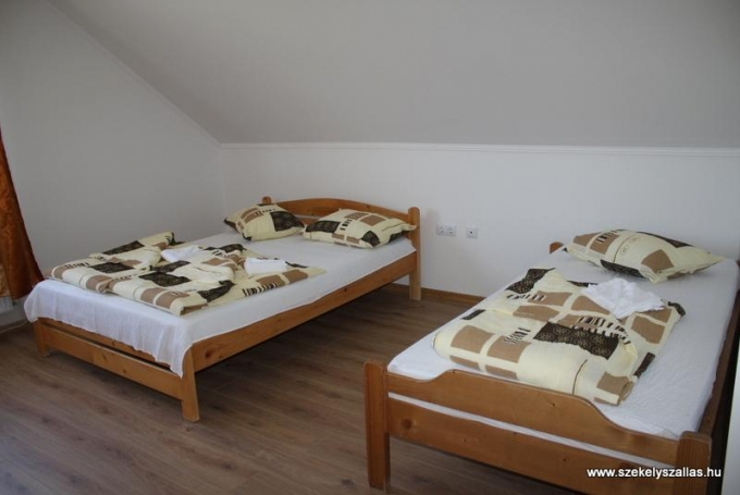 Cameră dublă + 1 pat single